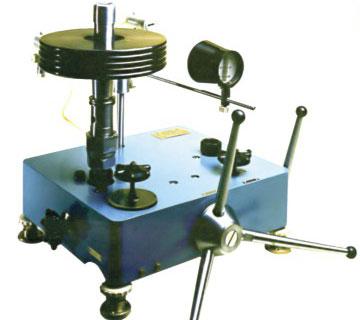 Манометр грузопоршневой  МП-2500 класса точности 0,01.